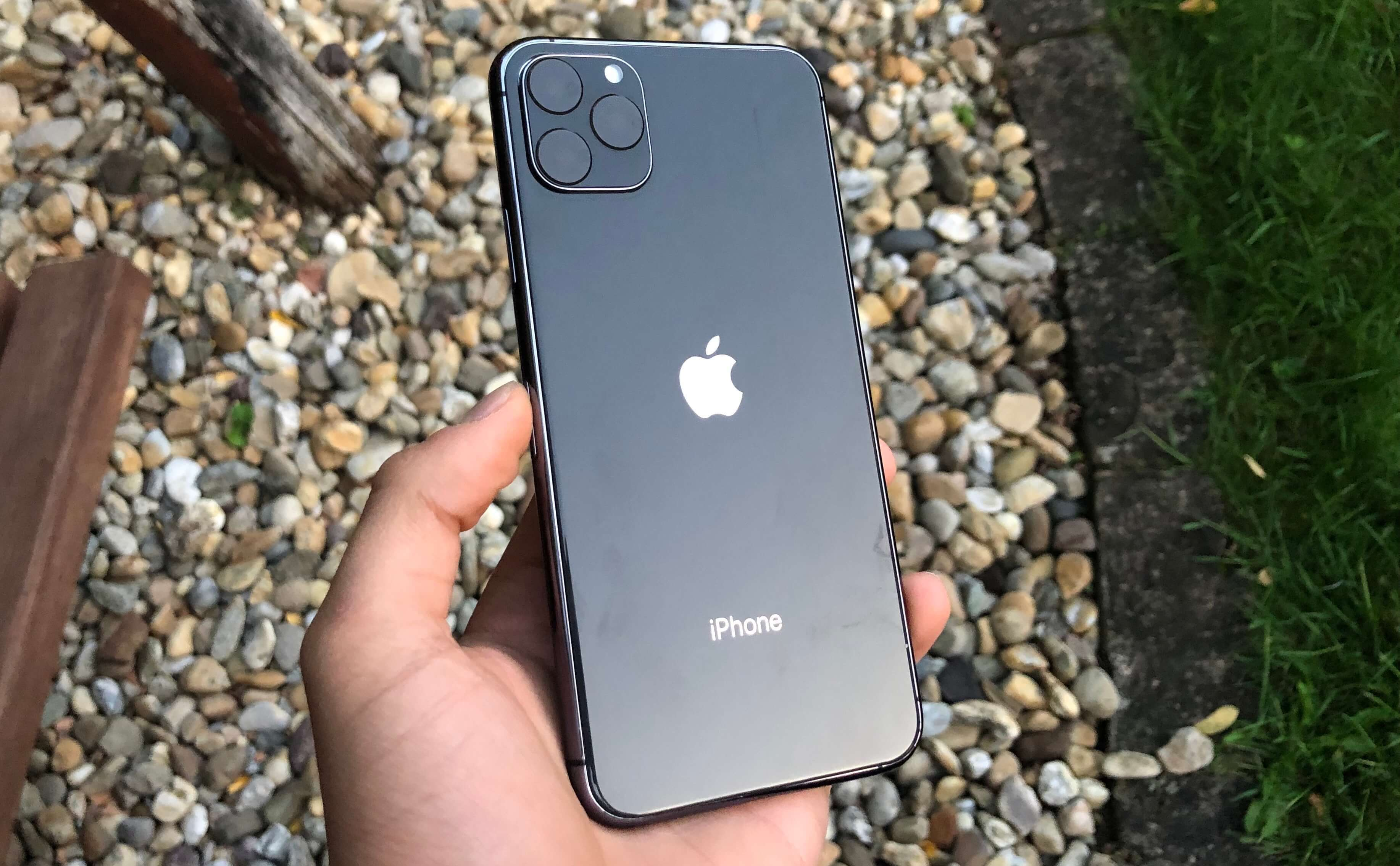iPhone 11 dummy & case hands-on